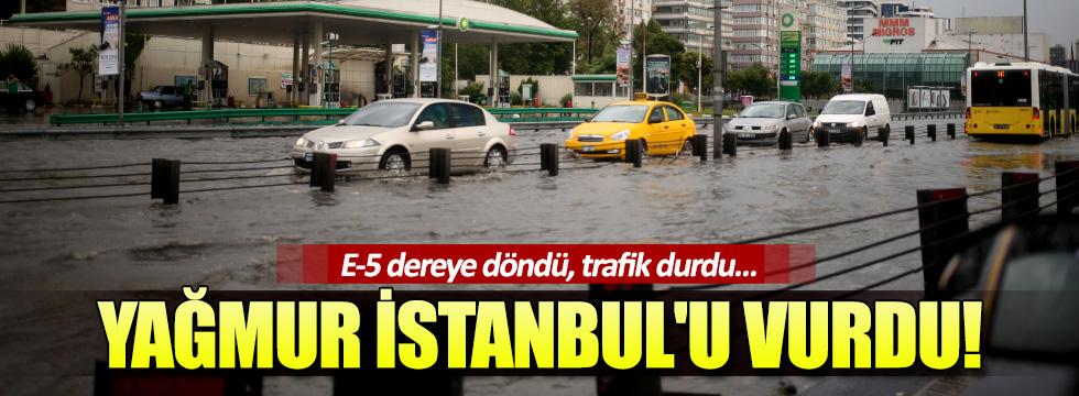 Yağmur İstanbul'u vurdu! E-5 dereye döndü, trafik durdu