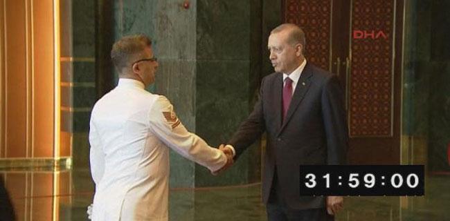 Erdoğan 32 dakika boyunca el sıktı