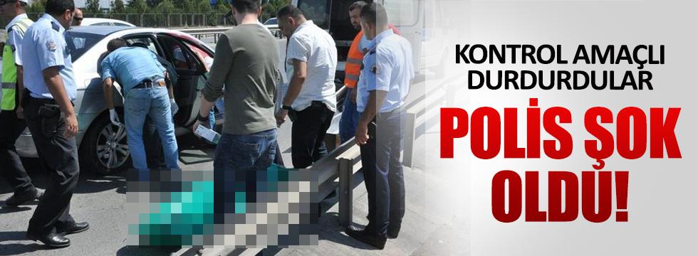 Kocaeli'de polis kontrolü sırasında otomobilde ceset bulundu