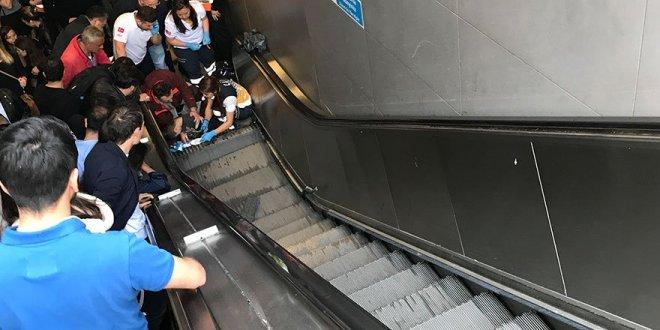 Metrobüs durağında korkunç kaza