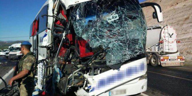 Bir otobüs kazası daha: ölü ve yaralılar var