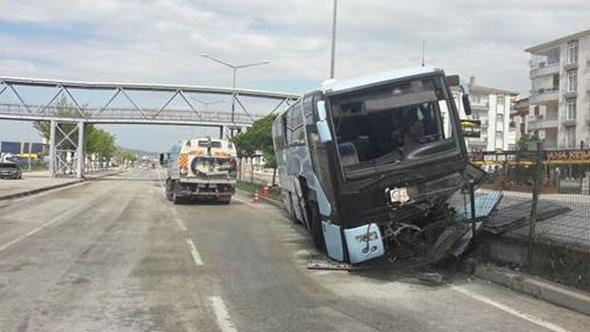 AKP kongresine giden araç kaza yaptı: 32 yaralı