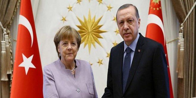 Erdoğan bugün Merkel ile görüşecek