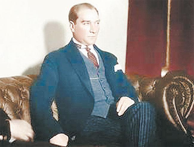 İngiliz yüzbaşı Mustafa Kemal'in  davranışlarından kuşkulanmaz