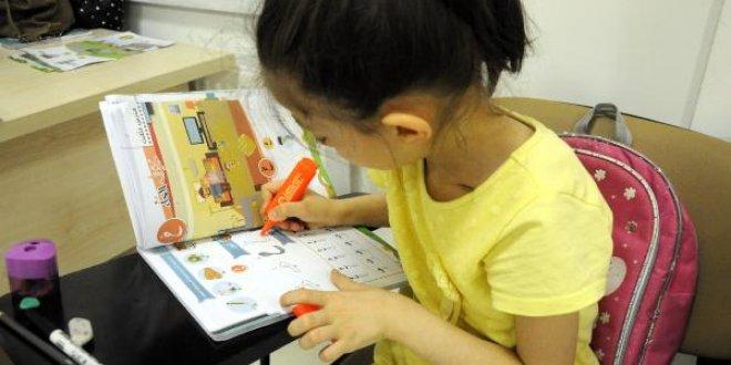 Suriyelilerden Türk çocuklarına Arapça dersi