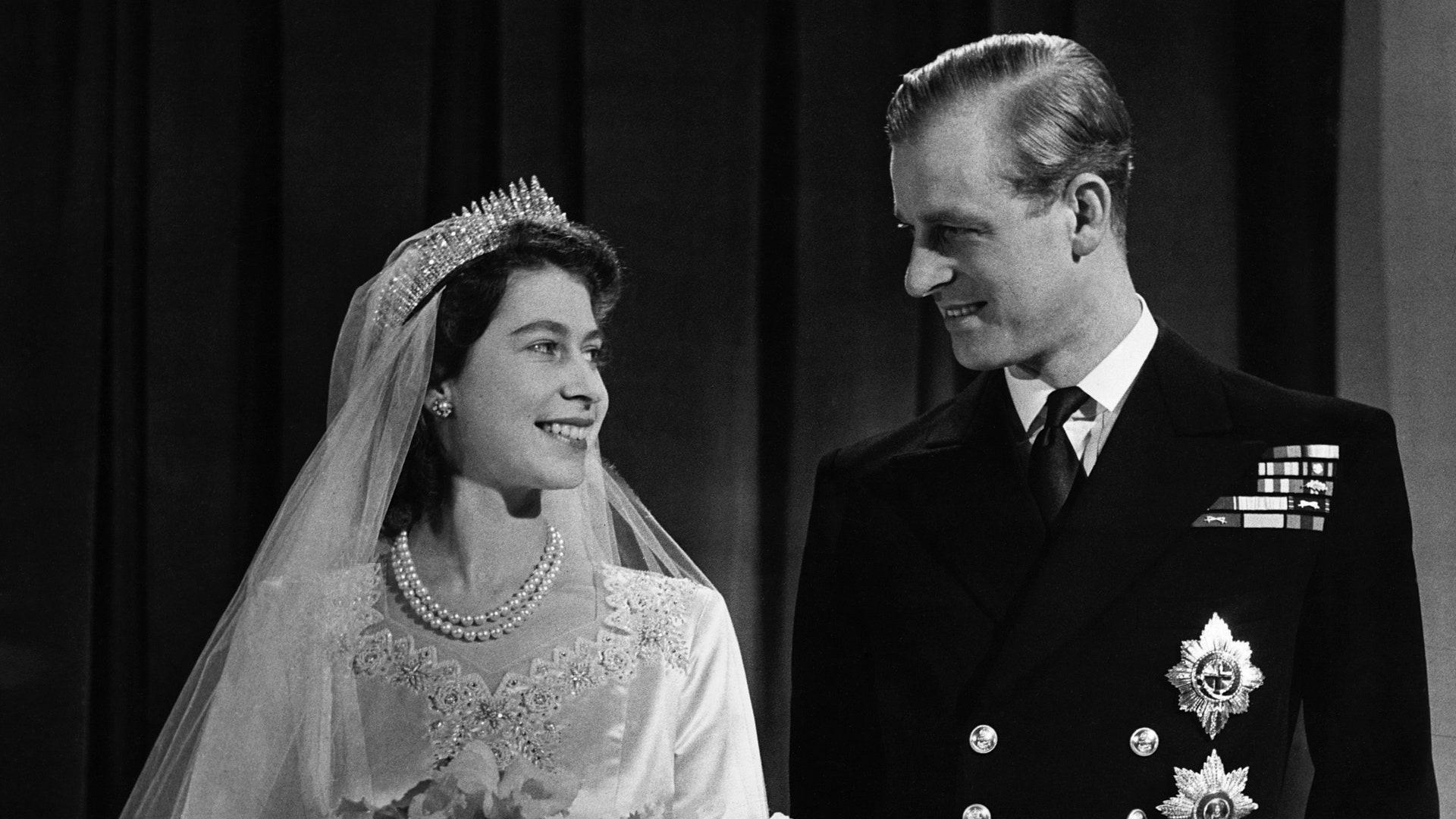 Prens Philip kimdir. İngiltere Kraliçesi II. Elizabeth'in eşi Prens Philip'in  hayatı