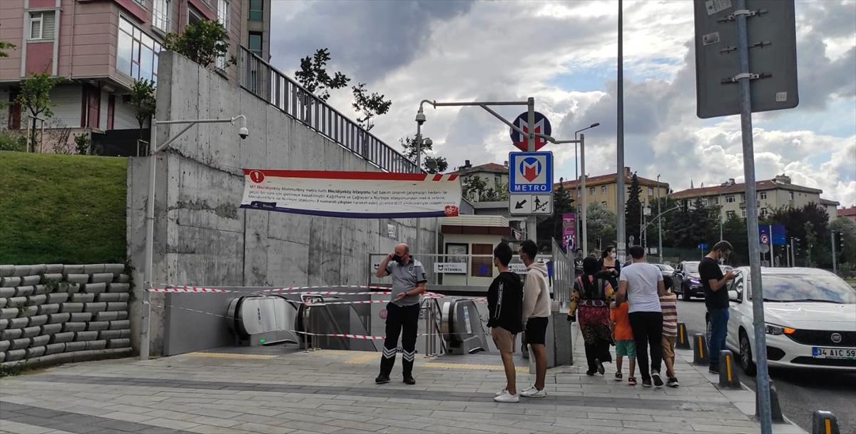 İstanbuldaki Mecidiyeköy-Mahmutbey metro hattında bir araçta çıkan yangın panik yarattı. Olay anında yolcular tahliye edilirken, yürütülen çalışmaların ardından Metro İstanbul tarafından seferlerin normale döndüğü duyuruldu.