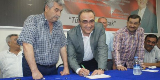 MHP'li başkan İYİ Parti rozetini taktı