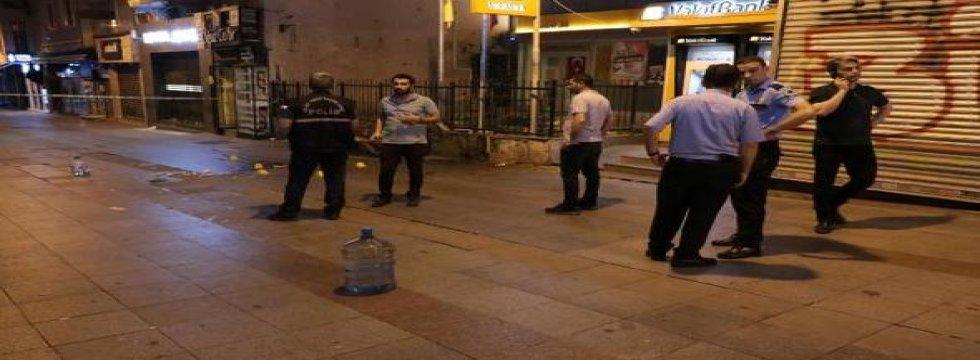 Kadıköy'de iki grup birbirine girdi