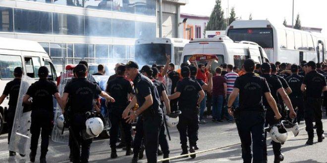 Polisten Galatasaray taraftarına müdahale