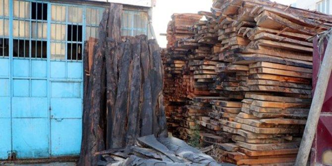 Hatay'da ahşap işleme atölyesinde yangın: 4 iş yeri zarar gördü