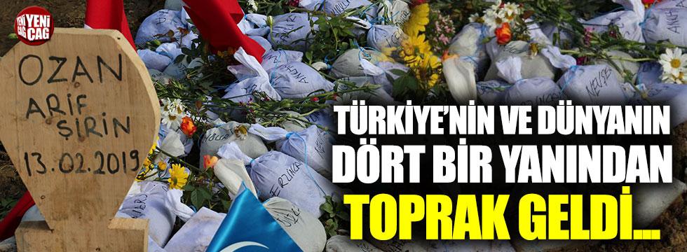 Ozan Arif'in kabrine Türkiye'nin dört bir yanından getirilen topraklar bırakıldı