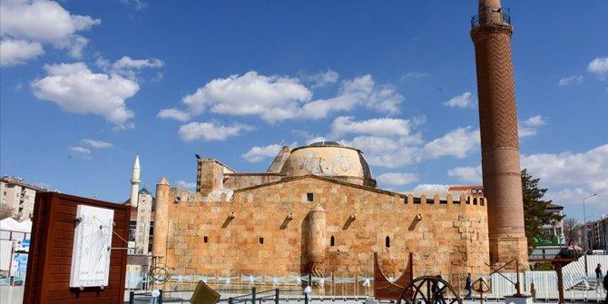 800 yıllık gök bilim medresesine 'bilimsel' restorasyon