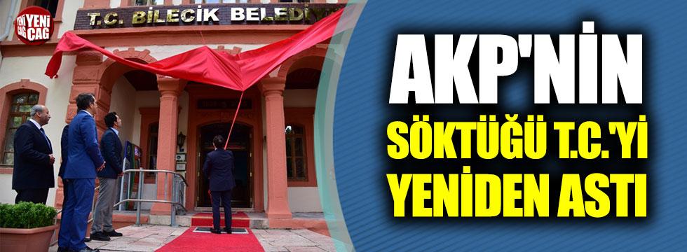 AKP'nin söktüğü T.C.'yi belediye binasına yeniden astı