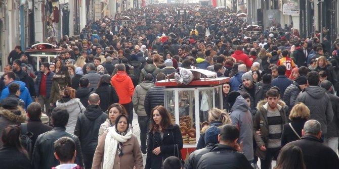 Türkiye'deki gençlerin yaklaşık yarısı mutsuz