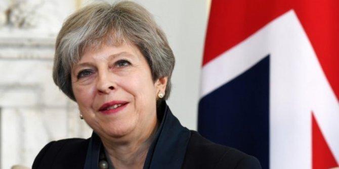 İngiltere'de Başbakan istifa ediyor