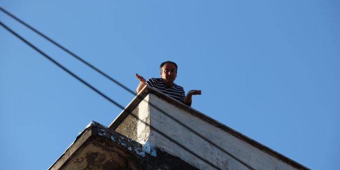 Kadıköy'ü karıştıran olay: Tüfekle çatıya çıktı