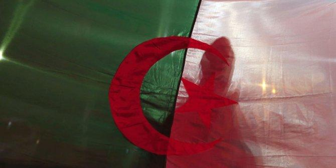 Cezayir'de seçimler iptal edildi
