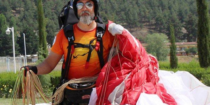 Yamaç paraşütçüsüne şahin saldırdı