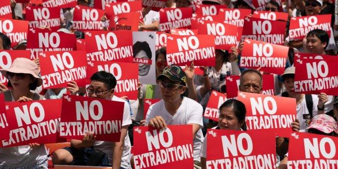 Hong Kong'da suçluların Çin'e iadesi askıya alındı