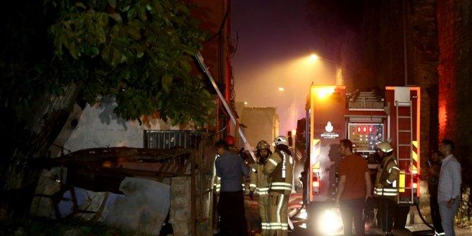 Fatih'te gecekondu yangını: 1 ölü, 1 yaralı