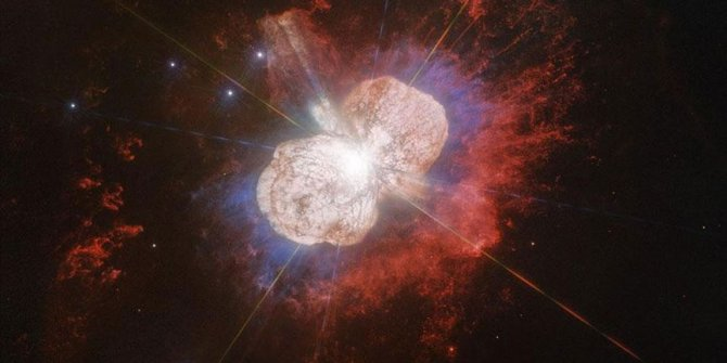 170 yıl önceki yıldız patlaması fotoğraflandı