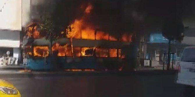Esenyurt'ta seyir halindeki otobüs alev aldı