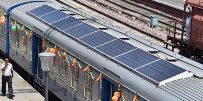 Güneş enerjisiyle çalışan demiryolu açıldı