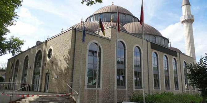 Almanya'da 2 camide bomba ihbarı