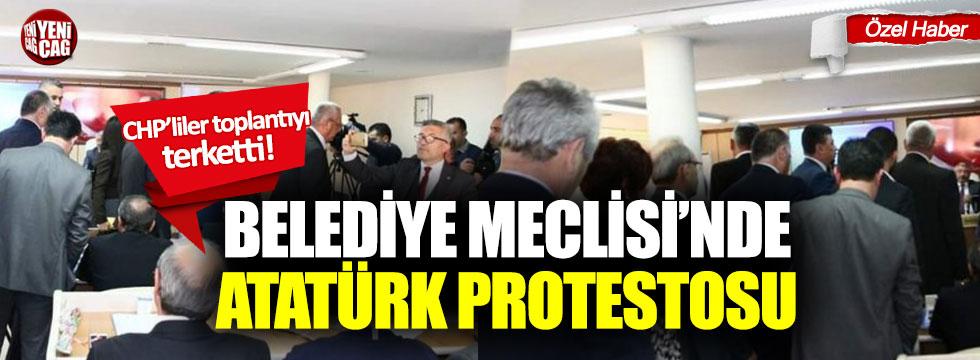 Belediye Meclisi'nde Atatürk protestosu!