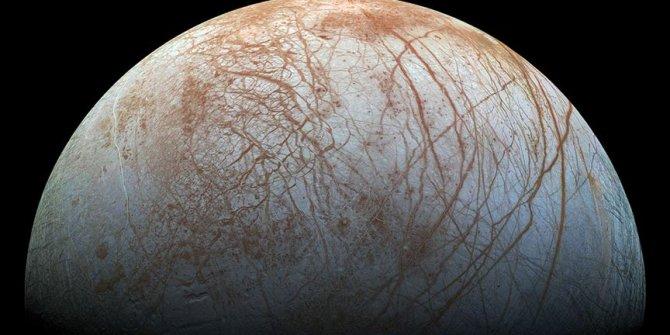 Jüpiter'in uydusunda su buharı bulundu