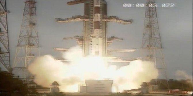 Hindistan yörüngeye 14 uydu!