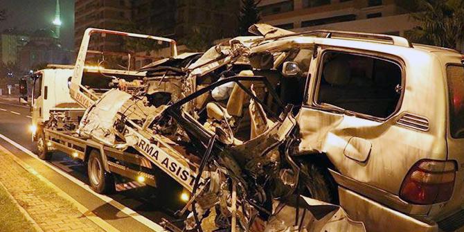 Gece yarısı feci kaza: Ölü ve yaralılar var