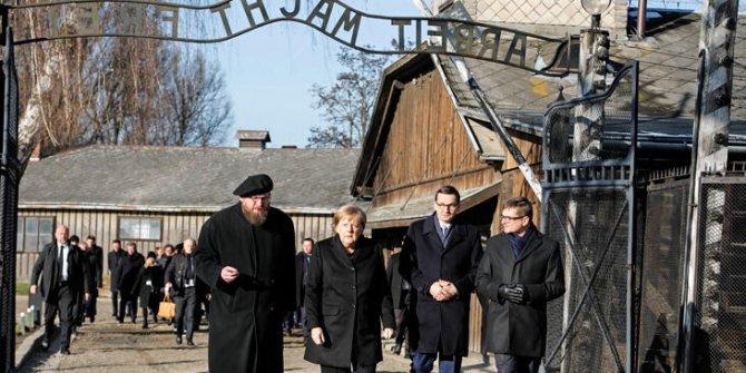 Merkel'den Auschwitz toplama kampına ziyaret
