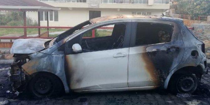 Gazipaşa'da 3 otomobil kundaklandı