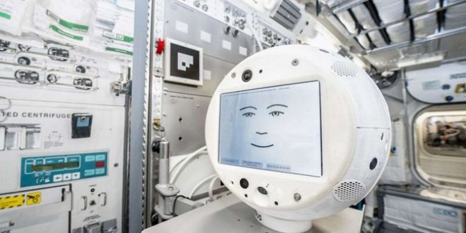 Bu robot astronotların duygularından anlayacak!