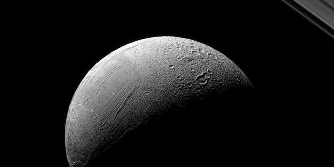 Satürn'deki kaplan sırtı sırrı çözüldü