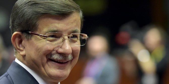 Ahmet Davutoğlu'ndan diğer partilere emojili mesaj