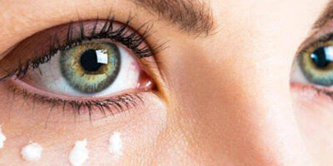 Göz kapağı düşüklüğü estetiğe yöneltiyor!