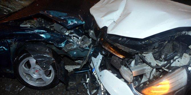 Hasarlı kaza tutanağı tutan sürücülere otomobil çarptı