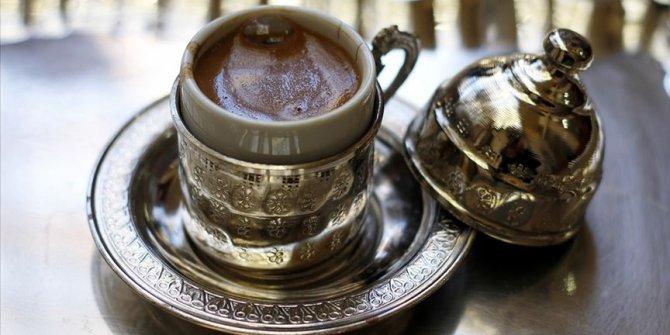 Günde 4 fincan kahve kilo alımını önlüyor