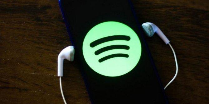 Ünlü Youtuber'ın Spotify hesabını Ferdi Tayfur'un şarkılarıyla doldurdular