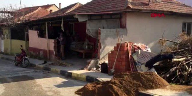 Ehliyetsiz sürücü evin istinat duvarını yıktı!