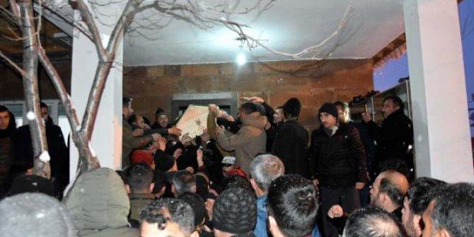 Nakşibendi şeyhinin cenazesinde vali ve AKP'li vekil de yer aldı