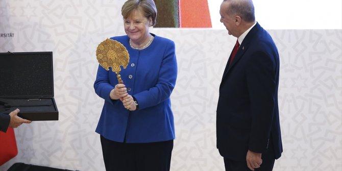 Erdoğan'dan, Merkel'e hediye sırçalı saray aynası