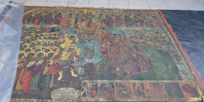 Fatih'te kiliseden tablo çalan şüphelilere operasyon