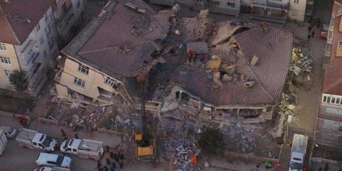 """Yılmaz Özdil: """"Deprem vergileriyle saraylar yaptırılıyor"""""""