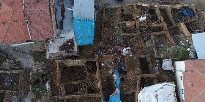 Türkiye'deki depremler 80 bin can aldı