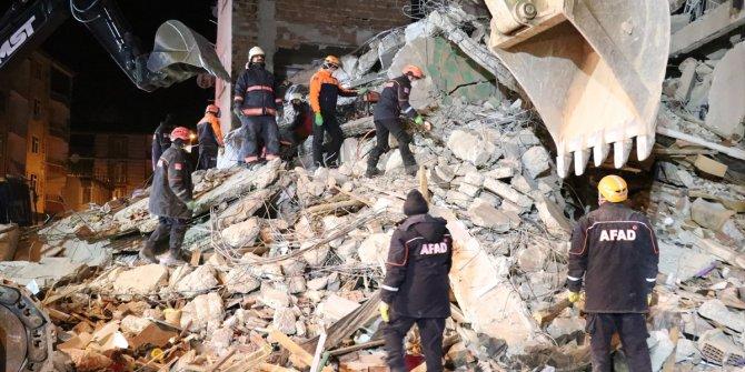 """""""Deprem şartnamesine uygun olmayan evlerin yapılmasına müsaade etti?"""""""