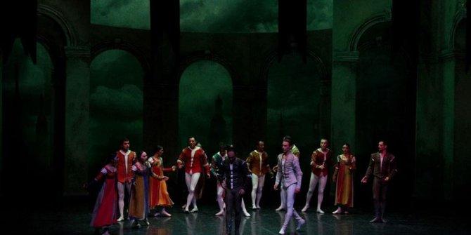 'Romeo ve Juliet' Antalya'da sahnelendi
